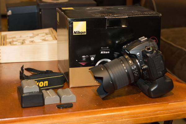 Nikon D90 DSLR Camera With Extras -   x0024 550  South Side