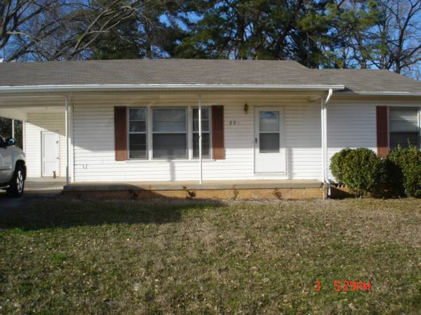 $750  2br - 850ftsup2 - 2BR house in PTISD (201 Christopher Dr)