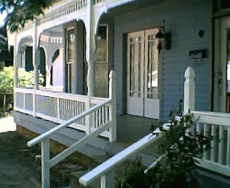 - $525 488ftsup2 - One room apartments in 1893 Restored Victorian Home (Jacksonville)