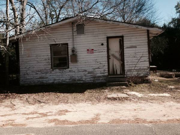 x0024 2500   2br - 800ft sup2  -  2500  SE VENDE Casa y Terreno  Old house AND city Lot   Longview