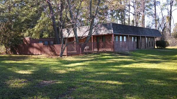 x0024 139500   3br - 1200ft sup2  - Beautiful Brick Home 3 2 on 1 2 acre Large Trees w  Great Yard  U S Hwy 259 North