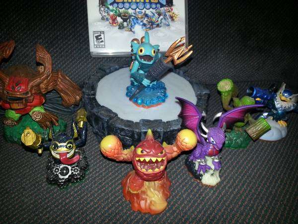 Skylanders Giants Game and 7 Figurines -   x0024 60  whitehouse