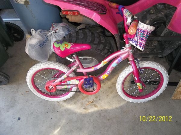 girls barbie bike comes with training wheels and basket - $20 (tyler, texas)