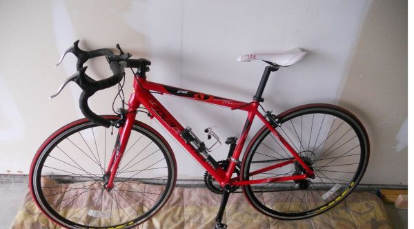 Tour de France Stage One Road Bike w Racing Pedals - $225 (South Tyler)