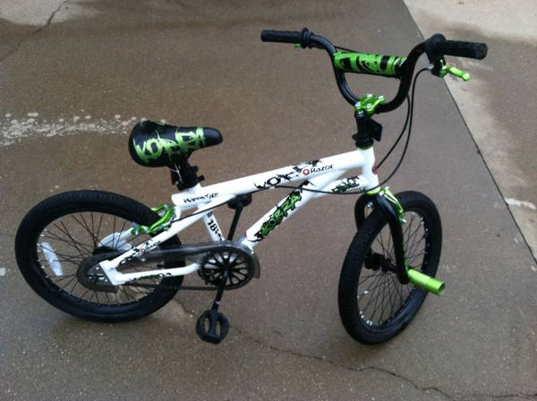 Boys 18 Razor Kobra bicycle - $40 (Gladewater)