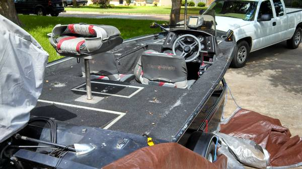 Alumaweld bass boat 17 ft - x00244000 (Longview)