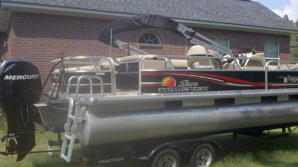 2012 22 Sun Tracker Fishing Barge wretractable ski pylon - $21500 (Overton, Tx)
