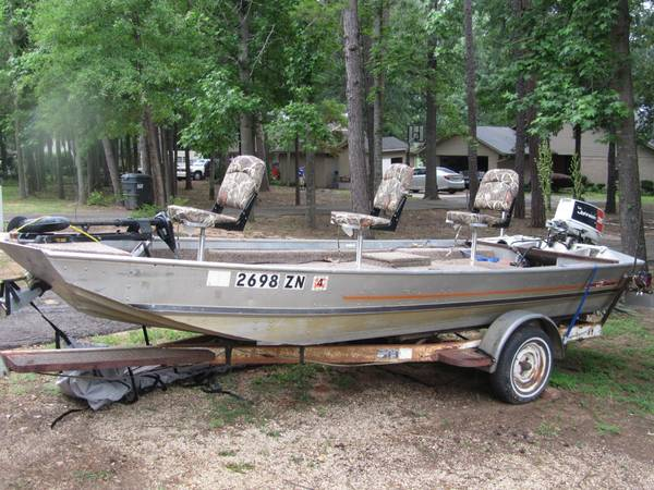 16 Bass Tracker aluminum boat with 35 HP motor - $1800 (Pittsburg, Texas)