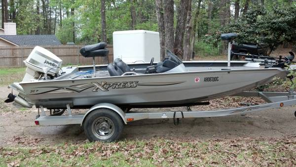 Xpress X17 Bass Boat 140hp Johnson - $8700 (Villages Resort FlintTyler)