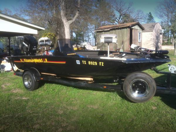 ALUMAWELD 17 Bass Boat - $3995 (Jefferson, TX)