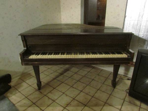 Brambach baby grand piano (Troup TX)