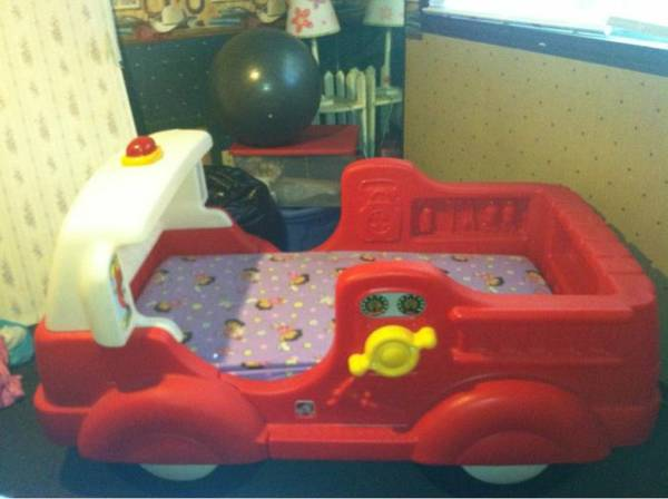 Step 2 firetruck bed - $100 (Whitehouse)