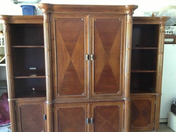 Broyhill entertainment center plus tables - $1000