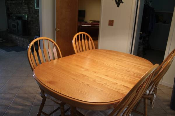 Oak Dining Room Table and Chairs - $375 (Tyler,TX)