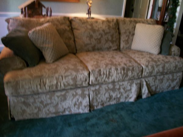 Exquisite Formal Couch $275 MUST SELL BEFORE CHRISTMAS - $275 (Tyler)