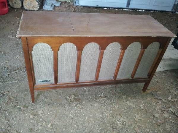 Vintage 1960s Sylvania console stereo, tube-powered - $50 (Mt. Pleasant area)
