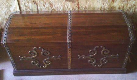 Vintage Lane Cedar Chest Trunk with Brass Medallions (Very Clean) - $125 (East Texas)