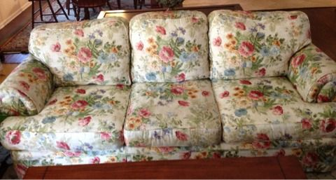 Lovely floral couch shabby chic - $200 (Tyler, TX)