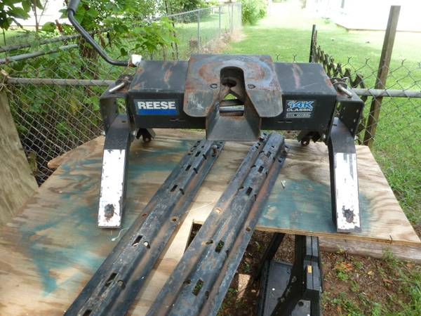 Fifth Wheel Hitch with rails - $175 (Reese 14K)