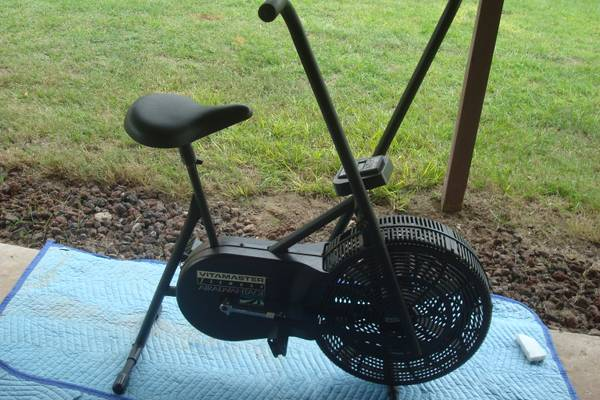 VITAMASTER EXERCISE BIKE MUST SELL - x002430 (LINDEN)