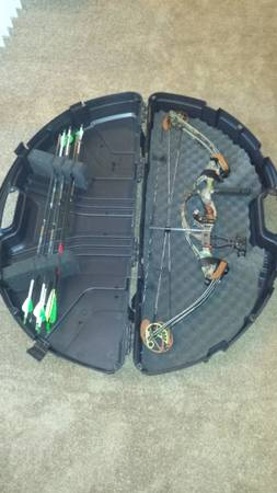 Left hand Hoyt ultra mag compound bow - $200 (tyler tx)