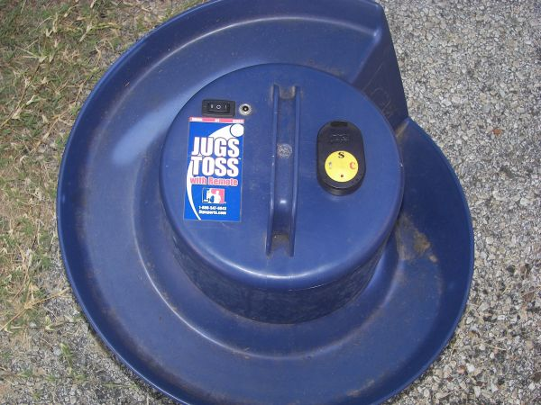 Jugs soft toss machine12 foot Jugs instant back stop - $200 (Hallsville)