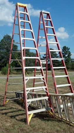 12 ft. Werner Fiberglass Step Ladder with 300 lb. Load Capacity Type I - $145 (W. Tyler)