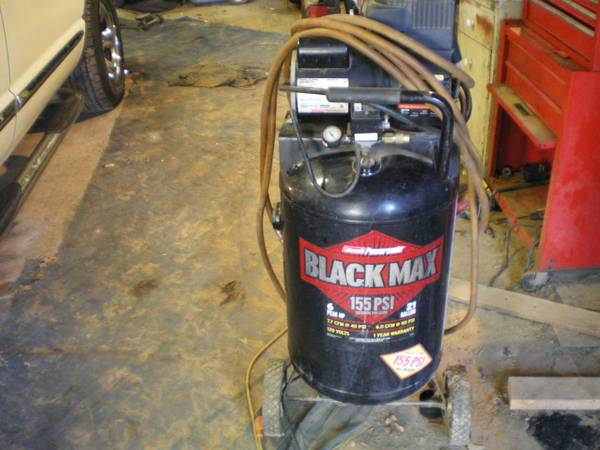 BLACK MAX 6HP AIR COMPRESSOR - $75 (LOG CABIN )
