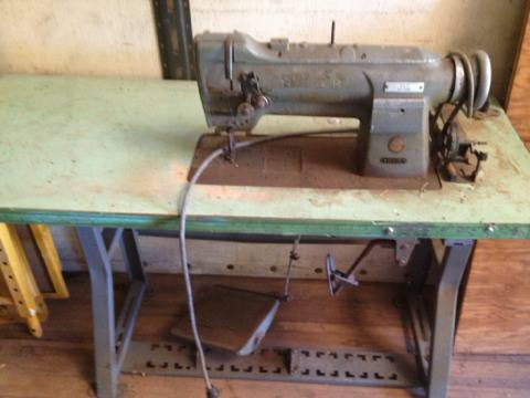 Singer 211g155 heavy duty sewing machine - $1 (Whitehouse)