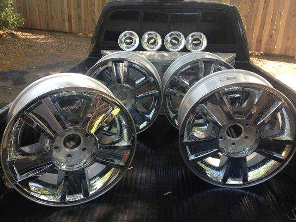 Chevy Texas Edition chrome 20 inch Wheels - $1000 (Center)