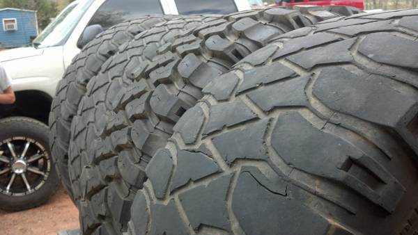 LT32560R18 Mickey Thompson mud tires (Jacksonville)
