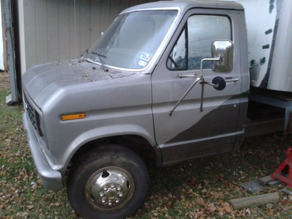 1989 E 350 (old Uhaul) No Box - $1000 (Mt Pleasant)