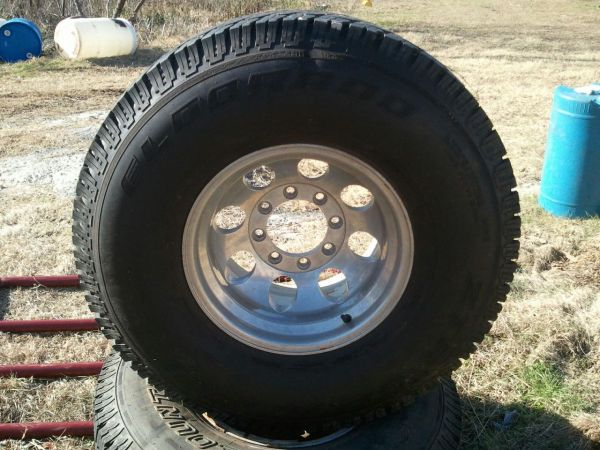 8 lugg Chevy wheels 16x10 (Winona Tx)