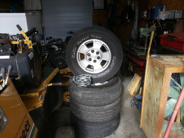 17 Chevy Tahoe Rims and tires (Palestine)