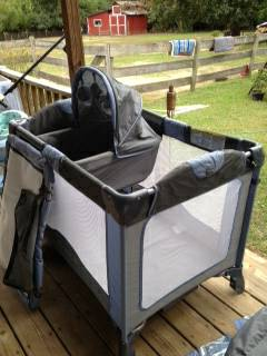 Combi Deluxe Pack n Play cribplay yard set - $60 (New London, TX)