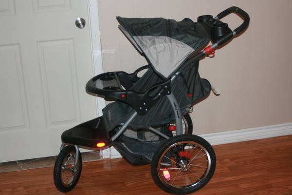 JOGGING STROLLER WITH MP3PHONE HOOK UP - $125 (TYLER)