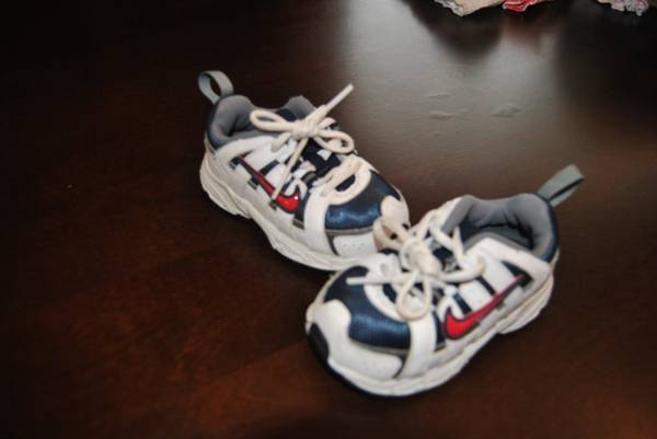 Toddler Nike Shoes size 5.5 - $8 (Whitehouse)
