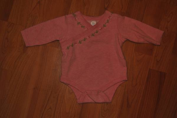 Baby Girl Gap onesis 3-6 month - $3 (Whitehouse)