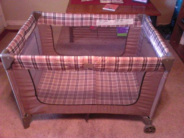Cosco pack n play - $30 (longview)