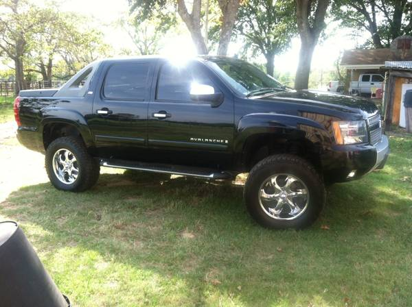 2008 LTZ z71 avalanche with a 4 inch fab tech suspension lift