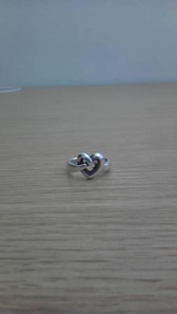 James Avery ring. Size 5-6 Barely worn - $50 (Commerce, Texas)