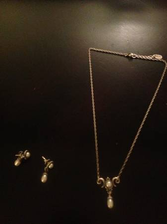 James Avery Pearl Set - $150 (Tyler Area)