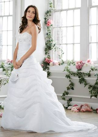 Davids Bridal Wedding Dress for Sale - $350 (Whitehouse, Texas)