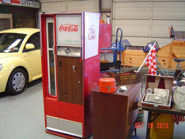 1950s Coca Cola 25 cent vending machine...Coke - $500 (The Man cave, Lindale)