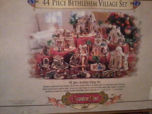 44 Pc BETHLEHEM VILLAGE SET - $50 (Frankston)