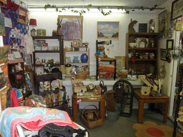 ROOSTERS, CHICKENS,FIGURINES,COOKIE JARS,LINENS,DIE CAST CARS, (Chapel Hill )