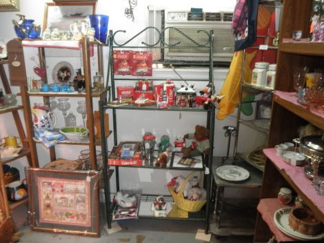 SP Shakers, Coke, Linens, Chickens Roosters, lots more (Chapel Hill )