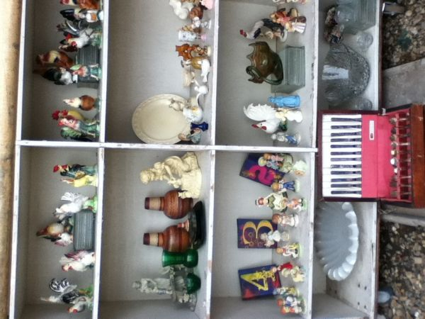 Figurines and Roosters - $3 (Kilgore Tx)