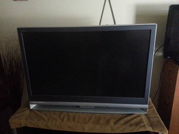 43  Sony wega lcd projection hd tv -   x0024 200  longview