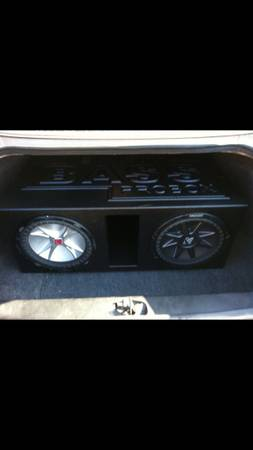 2 kicker 12 cvr super bass box - $250 (Tyler )